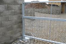 Dvoukřídlá brána