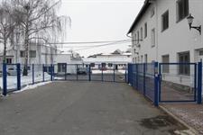 Průmyslová křídlová brána