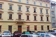 luxusní špaletová okna ve dřevině dub AZ EKOTHERM na Praze 1, rezidence Ostrovní 8