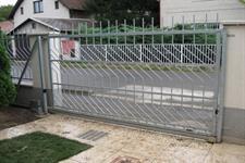 Samonosná posuvná ocelová  brána, Praha