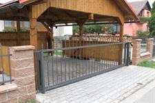 Samonosná posuvná kovaná brána, Rapotín