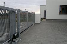 Samonosná posuvná ocelová  brána, výplň tahokov, Zábřeh