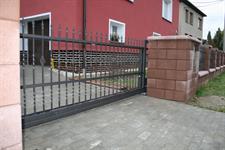 Samonosná posuvná kovaná brána, Leština