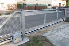 Samonosná posuvná ocelová brána Postřelmov