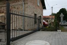 Samonosná posuvná kovaná brána, Jeseník